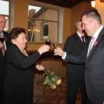 Ar pasākuma viesiem sasveicinājās novada domes priekšsēdētājs N.Štoferts un priekšsēdētāja vietnieks A.Ķieģelis