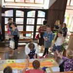 Parlamenta dalībniekus reģistrēja Kandavas novada brīvprātīgie- aktīvie seniori, savukārt, orientēties kultūras nama un pilsētas līkločos palīdzēja novada aktīvākie jaunieši.