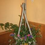 Gaumīgie dekori kultūras namā tuvojošos Līgo svētku noskaņās.