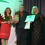 """Nominācijas """"Sakoptākā zemnieku saimniecība"""" laureāti- Ilze un Mairis Zvirbuļi no z/s """"Plencneri"""", Grenči, Zemītes pagasts"""