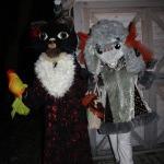 Mazos un lielos kandavniekus pilsētas egles atklāšanā rotaļās veda Sunīte un Kaķīte