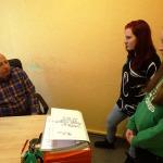 Ar Kandavas novada domes būvvaldes darbu skolnieces iepazīstina būvinspektors Staņislavs Gribusts