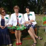 Gudrās Vānes pagasta dāmas ar komandas kapteini pārvaldnieci Dainu Priedi ( vidū)
