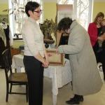 Projekta vadītāja Sandra Kosogova seno lietu krātuvē Vānē