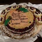 Līgas Greckas ceptā kūka vakara goda viesiem.