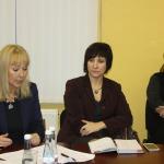 Aija Tūna (pirmā no kreisās)- Latvijas simtgades biroja izglītības un jauniešu projektu vadītāja