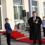 Skolas ēku iesvēta Kandavas ev. lut. baznīcas mācītājs Valdis Podziņš