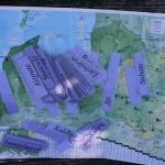 Iesildīšanās nolūkos, mazākajiem tiek iedotas zīmītes ar vairāku Latvijas pilsētu nosaukumiem, kuras jāatrod Latvijas maketā - laukumā