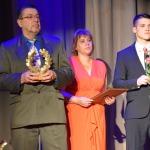 """Nominācijā """"Cerība sportā"""" balvu pasniedza sporta skolotājs Broņislavs Hadaņonoks"""
