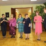 Novada zemniekus un uzņēmējus sagaida domes priekšsēdētāja Inga Priede( no kreisās), Latvijas Zemnieku federācijas valdes priekšsēdētāja Agita Hauka, Matkules pagasta pārvaldes vadītāja Dzidra Jansone, Cēres pārvaldes vadītāja Maija Jēce, Zemītes pārvaldes vadītāja Rita Diduha, Vānes pārvaldes vadītāja Daina Priede un Zantes pārvaldes vadītājs Jānis Kālis